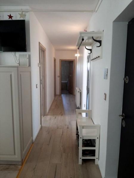 Apartament 3 camere, etaj intermediar, cartier Borhanci.