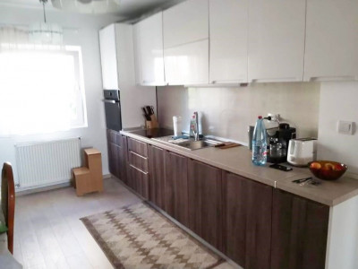 Apartament 4 camere, decomandat, etaj intermediar, cartier Marasti