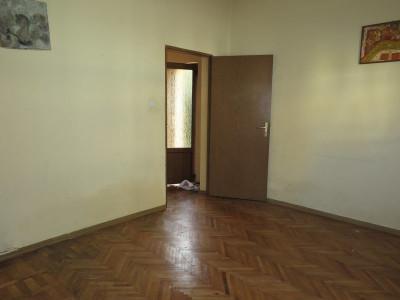 Casa 4 camere, zona centrala