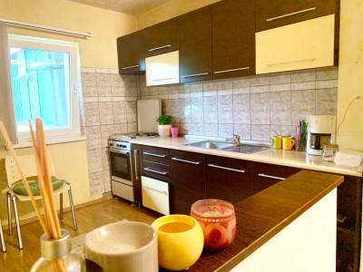 Apartament 3 camere, decomandat, zona strazii Lacul Rosu, cartier Marasti.