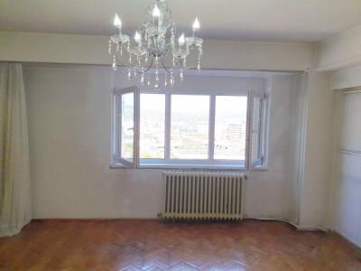 Apartament 4 camere, decomandat, zona Bulevardul Nicolae Titulescu