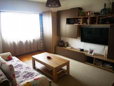 Apartament 3 camere, decomandat, zona strazii Bucuresti.